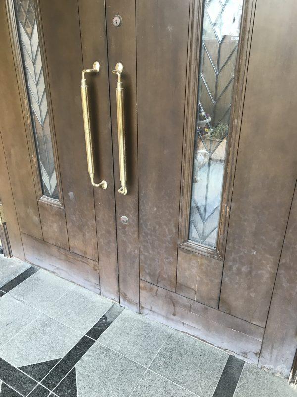 ボロボロの木製玄関扉を剥離再塗装しました