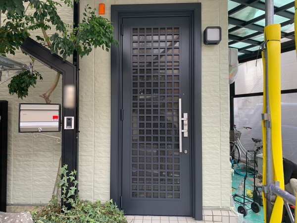 アルミ製玄関扉のリフォーム塗装
